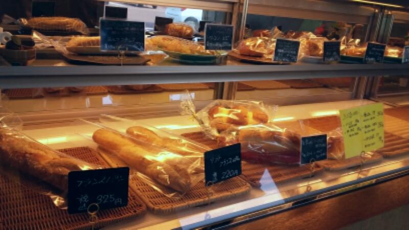 指定した商品を取ってくれる、ケーキ屋方式のパン屋もある。
