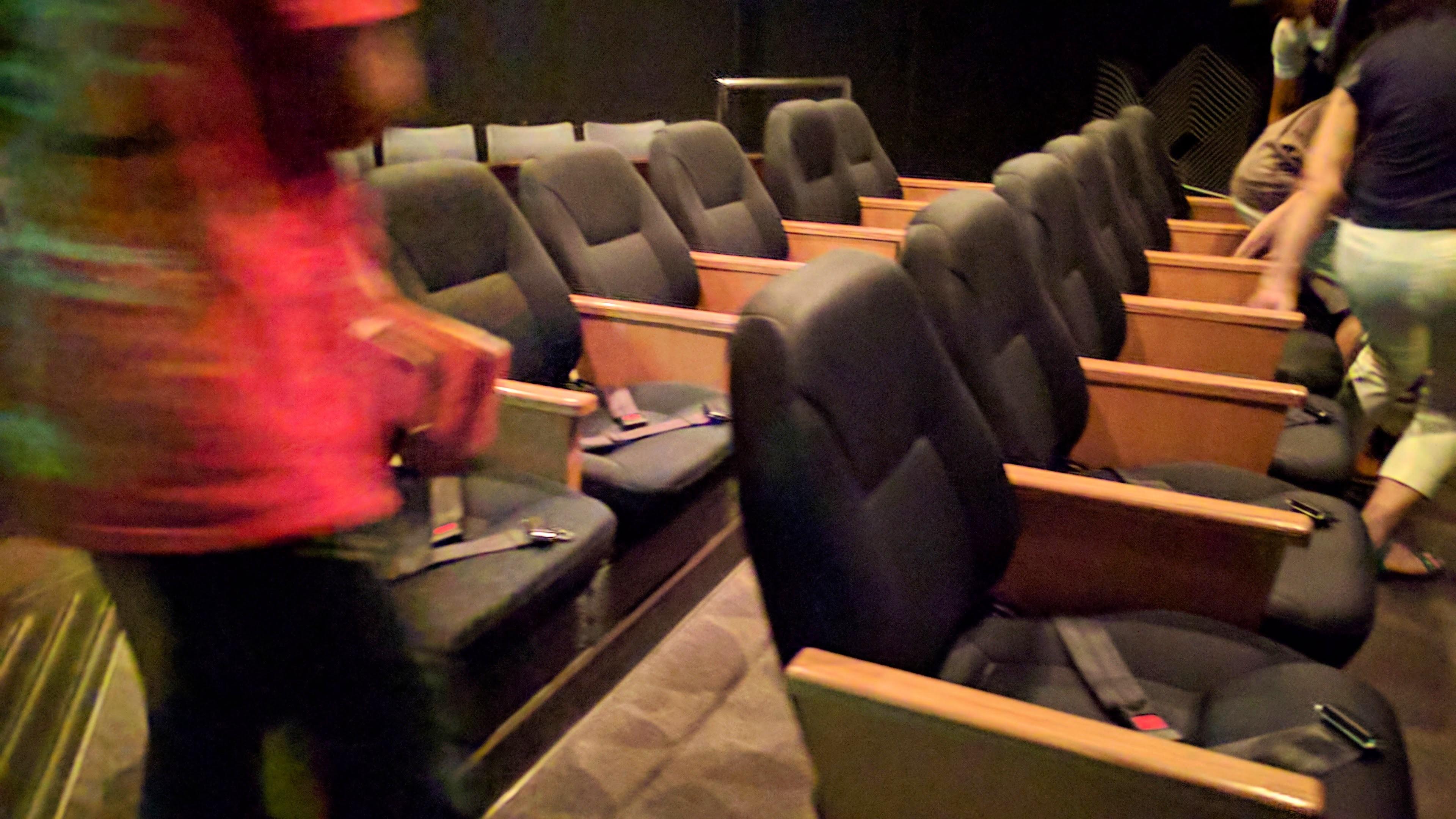 地震を体験するための座席